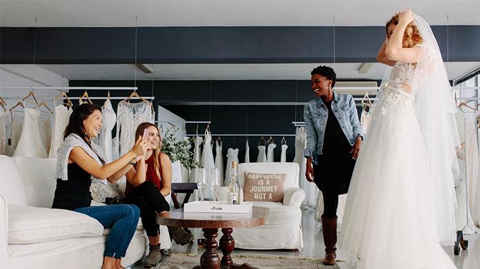 Cómo iniciar un negocio de tienda de novias
