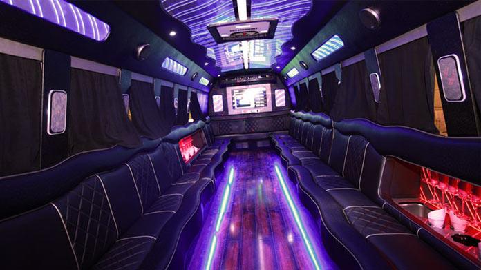 Cómo iniciar un negocio de autobuses para fiestas